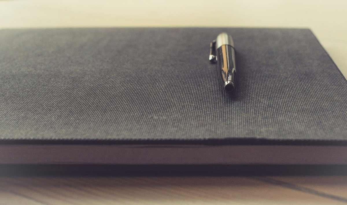 Stift auf einem Heft